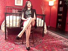 pussy licking and gentle kissing are adorable with Maitresse Madeline Marlowe