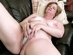 Wrinkled mature whore Ray Lynn smiles happily while petting her twat