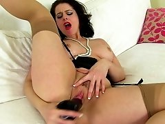 British MILF Karina Currie needs a good sex