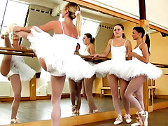 Ballerina gets oral from lesbian teens