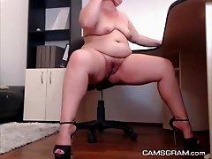 Yummy Curvy Camgirl Plays For You