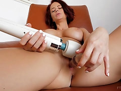 Sex toys are more than enough to please lovely babe Emily