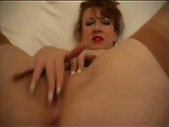 Rothaarige masturbiert