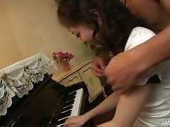 Japanese pianist gets her pussy licked by her friend