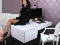 Amateur guy fucks female agent on casting in office