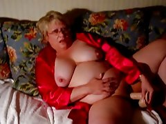 Mature BBW shoves a dildo inside herself hard