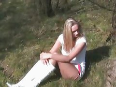 Outdoor Spass mit geiler Blondine