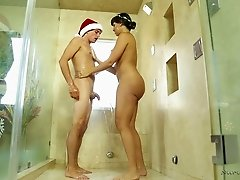 Holiday massage turns into him banging his hot masseuse
