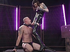 Kinky latex shemale Chelsea Marie pounds her male slave's asshole hard