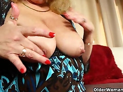 Office granny in pantyhose gives her old pussy a real treat